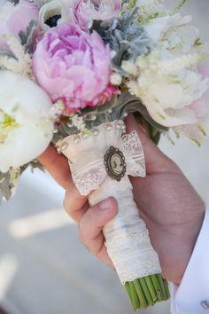 Poza, foto cu Flori de nunta anemone, astilbe, buchet mireasa, bujori, maner buchet, ranunculus, rotund, roz in Arad, Timisoara, Oradea (wedding flowers, bouquets) nunta Arad, Timisoara, Oradea