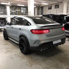 We have curated a list of the 32 best performance cars on the planet and boy is it an exciting time to be a car nut. Best Luxury Cars, Luxury Suv, Carros Vw, Benz Suv, Lux Cars, Mercedes Benz Cars, Bmw, Dream Cars, Super Cars