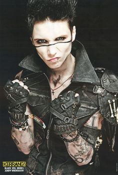 Andy Biersack He's so cute in this picture eh mah gerd
