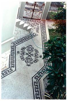 Βοτσαλωτό στην Ρόδος.Οικία παιδιάτρου Περδικάκη 28ης Οκτωβρίου και Γρίβα φωτ.Σεπτέμβρης 1995