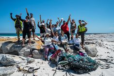 Ekima à la plage... récit d'une équipe engagée pour un tourisme responsable! - Blog Ekima Le Cap, Travel Blog, Cape Town, White Sand Beach, Plastic Wrap, Bottle Top, Surfer Girls, Tourism