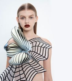"3D Printed ""Virtual Reality"" Fashion : Noa Raviv"