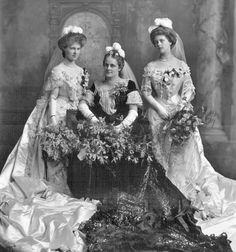 Lady Fowler with her two daughters. in Court dresses, 1903 // by Lafayette Studio, copyright V&A Vintage Wedding Photos, Vintage Pictures, Vintage Images, Court Dresses, Royal Dresses, Historical Costume, Historical Clothing, Debutante Dresses, Vintage Dresses