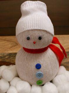 Super Easy Tutorial for Festive Sock Snowmen #Christmas #Craft! #DIY
