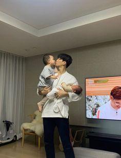 Cute Asian Babies, Cute Asian Guys, Korean Babies, Asian Kids, Cute Korean Boys, Cute Babies, Father And Baby, Dad Baby, Ulzzang Kids