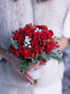 Зимний красный свадебный букет red wedding bouquet