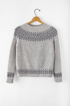 Stasis Pullover pattern by Leila Raabe. Stasis Pullover pattern by Leila Raabe. Diy Laine, Pull Jacquard, Brooklyn Tweed, Icelandic Sweaters, Knit Patterns, Fair Isle Knitting Patterns, Fair Isle Pattern, Hand Knitting, Ideias Fashion