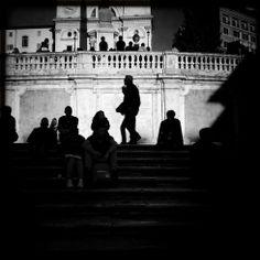 Siluetas en la plaza de España de Roma (Italia), 17 de noviembre de 2013. VITTORIO ZUNINO (GETTY)
