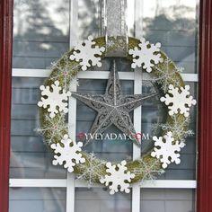 Christmas Crafts: DIY Christmas Wreath from oyveyaday.com