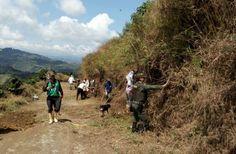 Policía y Comunidad por las vías en el Manzanillo