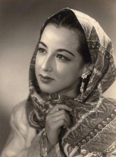 Kaory Yachigusa, actress in Japan. Born in 1931 八千草薫 昭和27年10月 雪組公演 ジャワの踊り子 アミナ