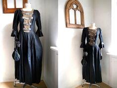 Ein persönlicher Favorit aus meinem Etsy-Shop https://www.etsy.com/listing/254106423/castle-dress-damsel-fantasy-medieval