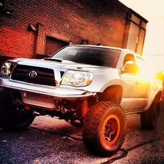 Toyota Tacoma...I'm in love with this truck!  I want!!!!