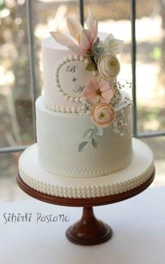 Wedding Cake with Pearls by Sihirli Pastane - http://cakesdecor.com/cakes/274103-wedding-cake-with-pearls