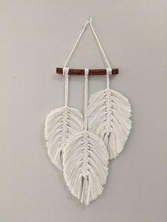 Macrame Wall Hanging Patterns, Wall Hanging Crafts, Macrame Art, Macrame Design, Macrame Projects, Macrame Patterns, Macrame Knots, Rope Crafts, Resin Crafts