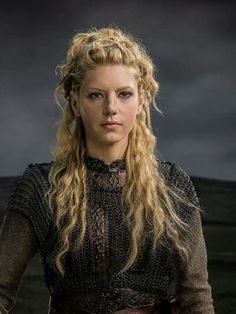 Katheryn Winnick Lagerthas Hairstyle In Vikings Strayhair regarding Old Fashioned Lagertha Hair Crest - Ideasery Lagertha Lothbrok, Cheveux Lagertha, Lagertha Hair, Vikings Hair, Vikings Ragnar, Katheryn Winnick Vikings, Viking Braids, Vikings Tv Series, Strong Women