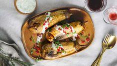 Savustettu munakoiso sopii kasvissyöjän juhlapöytään lihan sijaan. Granaattiomenansiemenillä ja tahinikastikkeella saat juhlapöytään Lähi-idän vivahteita. Delicious Vegan Recipes, Tacos, Mexican, Koti, Vegan Food, Ethnic Recipes, Christmas, Yummy Vegan Recipes, Xmas