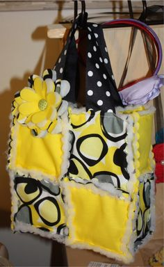lots of craft show ideas @ Amber Trujillo Craft Show Displays, Craft Show Ideas, Quilting Projects, Sewing Projects, Rag Quilt Purse, Wallet Tutorial, Quilt Tutorials, Bag Tutorials, Tote Purse