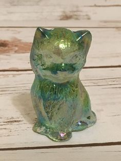 Vtg Boyd Art Glass Iridescent Cat Kitten Green Yellow Figurine 3"