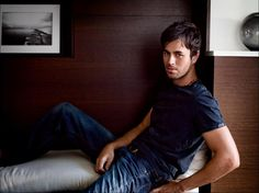 Enrique Iglesias...Latino sexy! *melts*