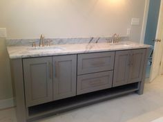 Allow me to share your Being unfaithful coolest styles which will rule kitchen cabinetry design throughout Greater Usage of Pine Wooden. Painted Gray Cabinets, Grey Bathroom Cabinets, Painting Oak Cabinets, Grey Cabinets, Bathroom Furniture, Kitchen Cabinetry, Bathroom Accent Wall, Bathroom Colors, Master Bathroom