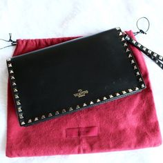 Valentino Rockstud Leather Flap Clutch Black Valentino Rockstud Leather Flap Clutch in Black.  Iconic, impeccably made and incredibly versatile, the Rockstud clutch will carry you through the seasons in style. Generously proportioned, yet slim enough to comfortably carry, this soft leather bag features a studded flat hand strap as well as an optional wrist strap, making it ideal for day-to-evening wear.  Comes with a dustbag.  Please note that there are light surface scratches and is priced…
