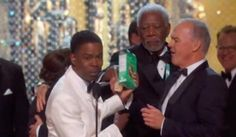Watch Morgan Freeman Walk In, Grab Girl Scout Cookies And Walk Out At The Oscars