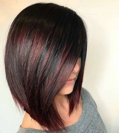 The long bob or lob is one of the most popular hair colors among women since last many years. We've compiled these amazing hair color ideas in this post for elegant and cute look. Wear these amazing bob hairstyles with various bob hair color highlights Hair Color And Cut, Haircut And Color, Medium Hair Styles, Curly Hair Styles, Short Textured Hair, Burgundy Hair, Pinterest Hair, Hair Highlights, Black Hair With Red Highlights