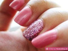 One Glitter Nail