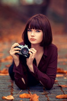 Marie Grippon holding an Olympus SLR camera, photographed by Lods Franck Girls With Cameras, Cute Girl Face, Beautiful Eyes, Beautiful Women, Pretty Face, Pretty Woman, Girl Photos, Cute Girls, Pretty Girls