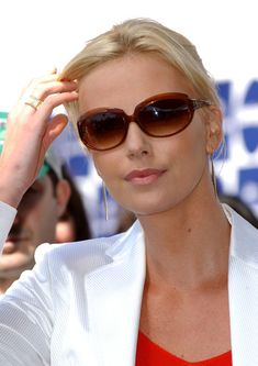 Charlize Theron Photos - 2004 IFP Independent Spirit Awards -arrivals.Santa Monica Beach, Santa Monica, CA.February 28, 2004. - 2004 INDEPENDENT SPIRIT AWARDS