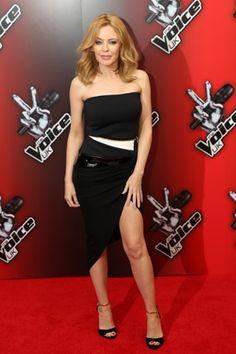 Kylie Minogue in Alexandre Vauthier at the launch of The Voice UK. Kylie Minogue Wow, Kyle Minogue, Sexy Older Women, Sexy Women, Strawberry Blonde Hair, Fashion Deals, Female Singers, Famous Women, Celebs