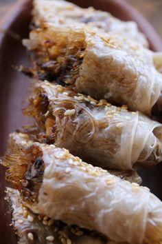 Receta de Rollo de Papel de Arroz relleno con Fideos de Arroz, Champiñones, Cebolla y Maní | CherryTomate