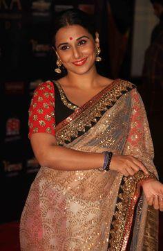 vidya balan in sabyasachi mukherjee saree at apsara awards 2012