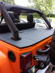Concealed Jeep Hardtop Lift with Electric Hoist Jeep Wrangler Lifted, Jeep Jku, Jeep Wrangler Sahara, Lifted Jeeps, Jeep Rubicon, Jeep Wrangler Accessories, Jeep Accessories, Jeep Renegade, Jeep Sahara