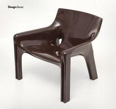 Vicario chair by Vico Magistretti artemide