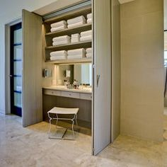 bath storage and vanity Contemporary Bathroom Design, Pictures, Remodel, Decor and Ideas - page 11 Built In Dressing Table, Dressing Tables, Dressing Area, Dressing Table Inside Wardrobe, Dressing Table In Bathroom, Built In Vanity, Small Vanity, Closet Vanity, Bathroom Closet