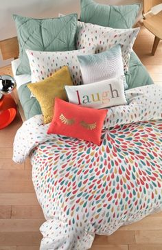 loving all the color in this bedding!