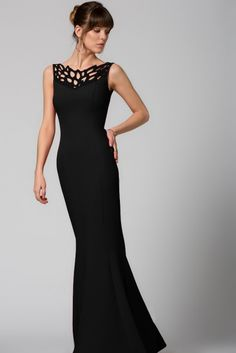 Yaka Yaprak Detaylı Siyah Elbise