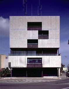 Gobierno Civil, Alejandro de la Sota, Tarragona Spanish Architecture, Architecture Photo, Types Of Houses, Urban Planning, Brutalist, Cladding, Landscape Design, Facade, Skyscraper