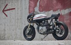 The Pantah 350 - Nuno Capelo Cagiva Alazzurra Cafe Racer - via returnofthecaferacers.com