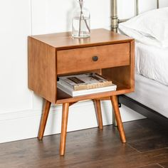 Tones of purple: how to combine and 60 super cool photos of decoration - Home Fashion Trend Wood Nightstand, Nightstands, Room Decor Bedroom, Master Bedroom, Bedroom Furniture, Mid Century Furniture, Furniture Makeover, Furniture Projects, Quartos