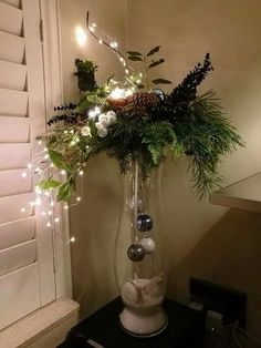 DIY Christmas Decor DIY Christmas Decor friedegunde friedegundescho Deco Think outside the Christmas tree with these dreamy DIY decor ideas for string lights nbsp hellip Easy Christmas Decorations, Christmas Arrangements, Christmas Centerpieces, Christmas Wreaths, Christmas Tree, Christmas Ornaments, Holiday Decor, Diy Christmas Vases, Wedding Centerpieces