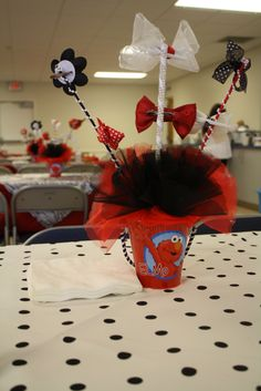 Elmo centerpieces for girl with bows (picture of the back)