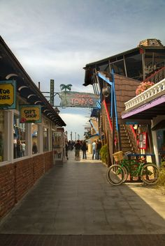 The Redondo Beach Pier offers a classic beach shopping experience for visitors. Pier merchants have everything from bumper stickers and salt water taffy to greeting cards and beachwear. There is even a life-size shark exhibit!