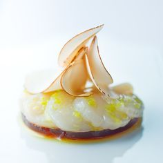 Carpaccio de Saint-Jacques mariné au citron vert avec sa gelée de champignon d'Anne-Sophie Pic.