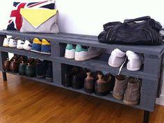 Il vous faut un nouveaurange chaussures pratique et pas cher ? C'est sûr, on n'a jamais assez d'espace pour organiser le rangement des souliers de la famille, d'où l'importance de trouver des astuces rangement et des meubles chaussures à faire soi-même ou à petit prix. Ça tombe bien, déco cool a pl