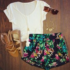 Need ideas? These awesome Casual Summer Outfit Ideas will give you enough inspir… Need ideas? These awesome Casual Summer Outfit Ideas will give you enough inspiration to look gorgeously hot and comfortable this summer! Hawaii Outfits, Komplette Outfits, Fashion Outfits, Summer Vacation Outfits, Hipster Outfits, Look Fashion, Teen Fashion, Womens Fashion, Preppy Fashion