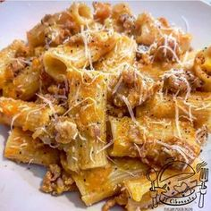 How do you make authentic Italian pasta? Pasta is the staple of traditional Italian cuisine and was first introduced to Sicily in It is made fro Rigatoni, Italian Pasta, Italian Dishes, Italian Recipes, Pasta Recipes, Cooking Recipes, Healthy Recipes, Cuisines Diy, Chicken And Dumplings
