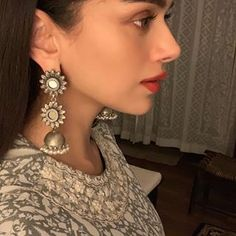 And a close up pic of the ever gorgeous Aditi Rao Hydari. Red lips and subtle makeup! And oxidized earrings ofc from Aquamarine Jewellery. Hindi Actress, Bollywood Actress, Indian Makeup, Indian Beauty, Hyderabad, Aditi Rao Hydari Hot, Silver Jewellery Indian, Silver Jewelry, Silver Earrings